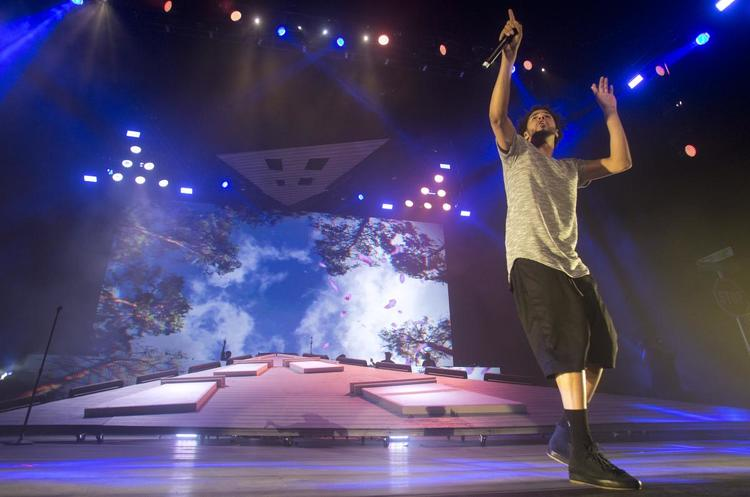 J Cole S Forest Hills Drive Tour Gallagher Staging